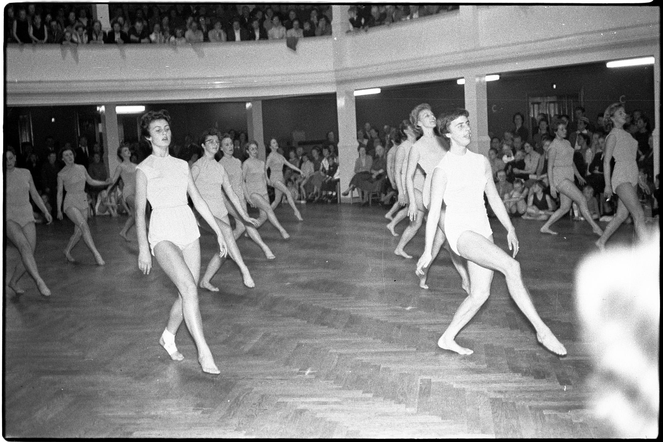 Kvindegymnastik i Fyns Forsamlingshus 1957.